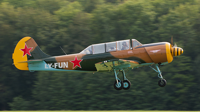 Yak_52_LY-FUN_640.jpg